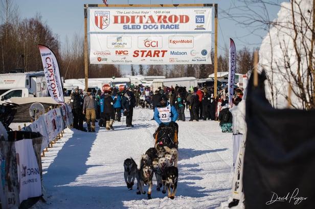 20210307-iditarod-deshka-landing-race-start-024-2x5a3395